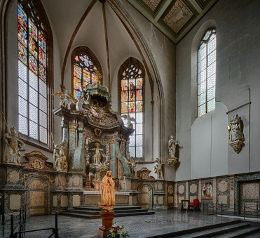 Gothic Apse, 1620, and Baroque altar 1740s.